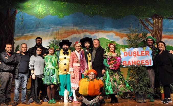 Adana-Seyhan Belediyesi Şehir Tiyatrosu, çocuklar için Güzelyurt'ta sahne aldı