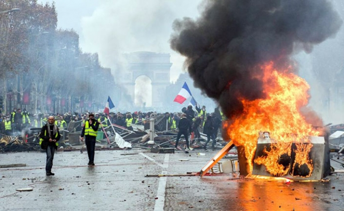 Hedefteki isim Macron