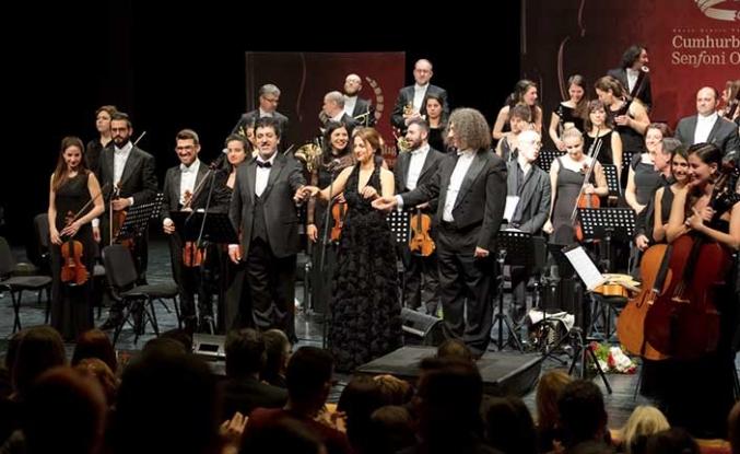 """Cumhurbaşkanı Akıncı, eşiyle birlikte, Senfoni Orkestrası'nın """"Sevgililer Günü Konserleri""""ni izledi"""