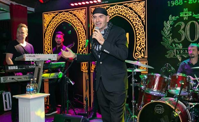 Maxim Royal'de 'Sevgililer' için özel olarak düzenlenen gecede ünlü şarkıcı Altay sahne aldı
