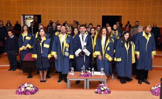 Yakın Doğu Üniversitesi İletişim Fakültesi Güz Dönemi mezunları kep fırlattı