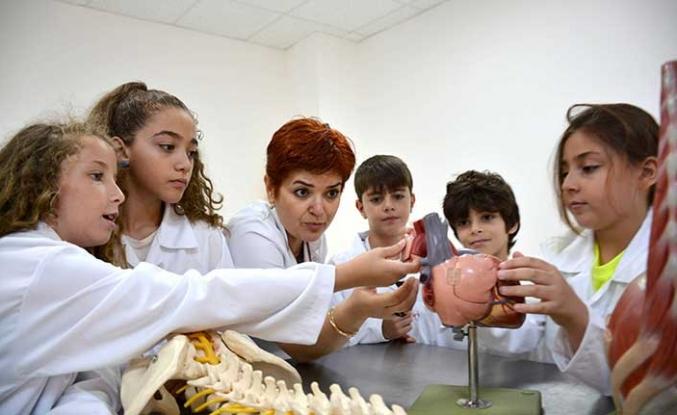 Özay Günsel Çocuk Üniversitesi'nin ilk öğrencileri eğitime başladı