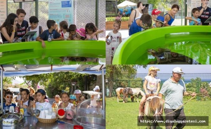 Girne Amerikan Koleji öğrencileri Meritta Deniz Kaplumbağaları Rehabilitasyon Merkezini ziyaret etti