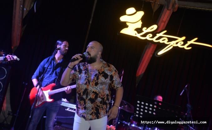 Ahmet Evan, muhteşem performansıyla yine hayranlarından tam not aldı