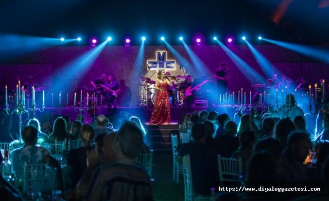 Sevilen sanatçı Funda Arar, Merit Park Hotel'de, hafızalardan silinmeyecek bir konsere imza attı