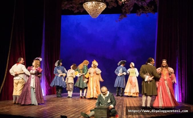 Ünlü Fransız komedi yazarı Moliere'in Cimri adlı oyunu, Lefkoşa'da izleyiciyle buluştu