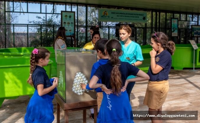 Meritta Deniz Kaplumbağaları Rehabilitasyon Merkezi, öğrencileri ağırladı