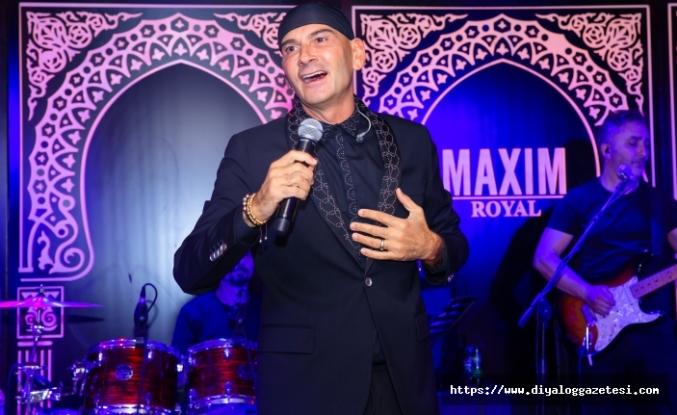 Maxim Royal'de alkış yağmuruna tutulan Altay, sevilen şarkılarını seslendirdi