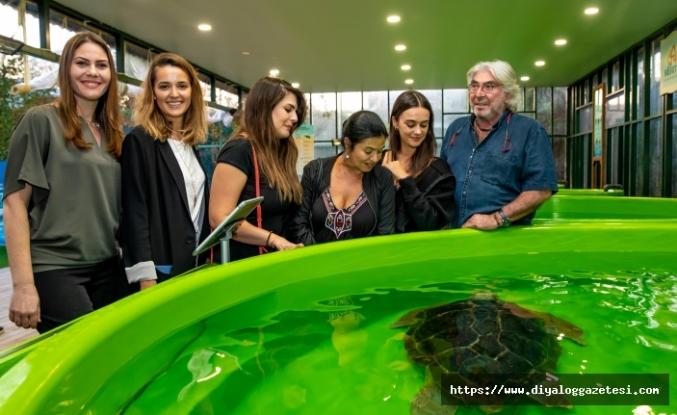 'Müstakbel Damat'ın oyuncuları yaralı kaplumbağaları ziyaret etti