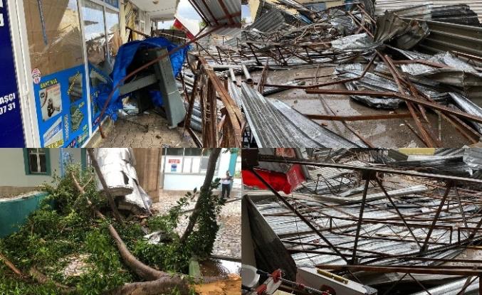 Antalya'da rüzgar hayatı felç etti
