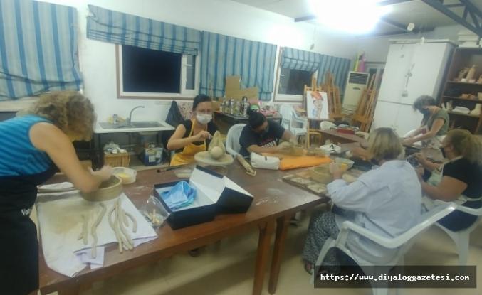 Covid-19'dan dolayı ertelenen kültür-sanat kursları başladı