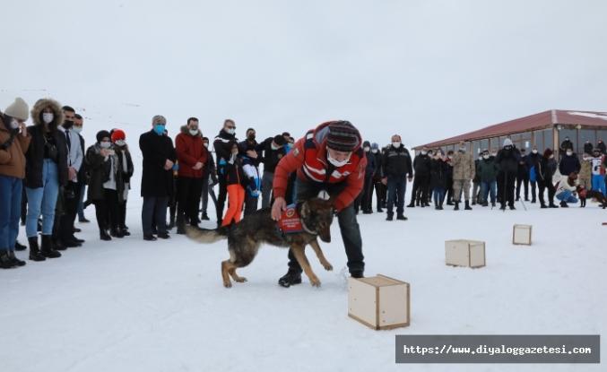 Mehmetçik, Hesarek Kayak Merkezi'nde öğrenciler için etkinlik düzenledi