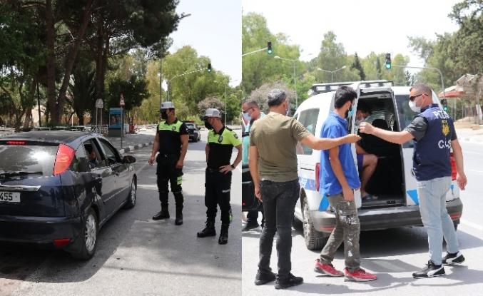 Polis partiyi bastı